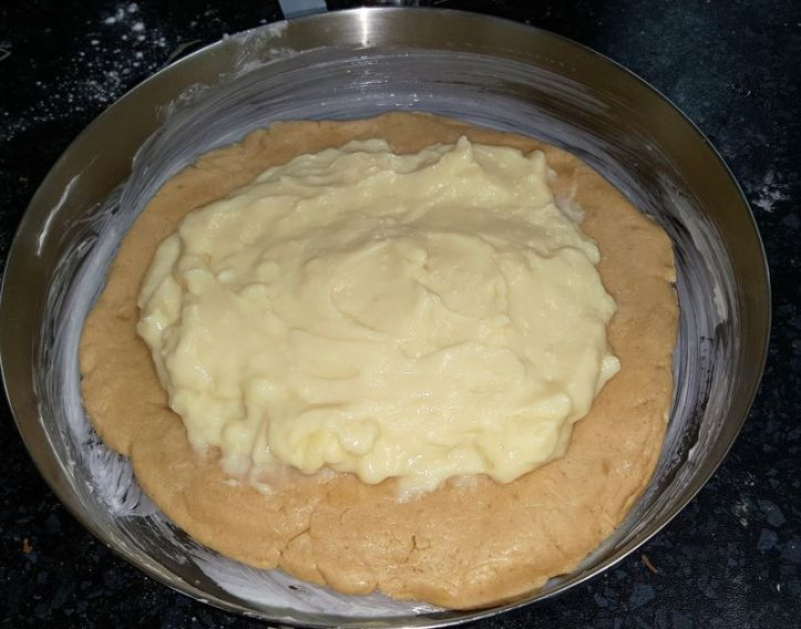 basque cake with pastry cream